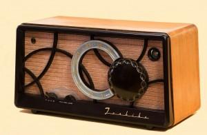Radio - Public Domain - Picabay (wikiimages) (tube-radio-67772_1280)